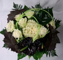 Mustavalkea ruusukimppu