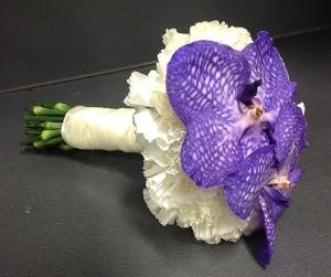 Morsiuskimput ja kaikki häidien kukkalaitteet ja juhlatilojen koristelut saat Linjurin Kukasta.